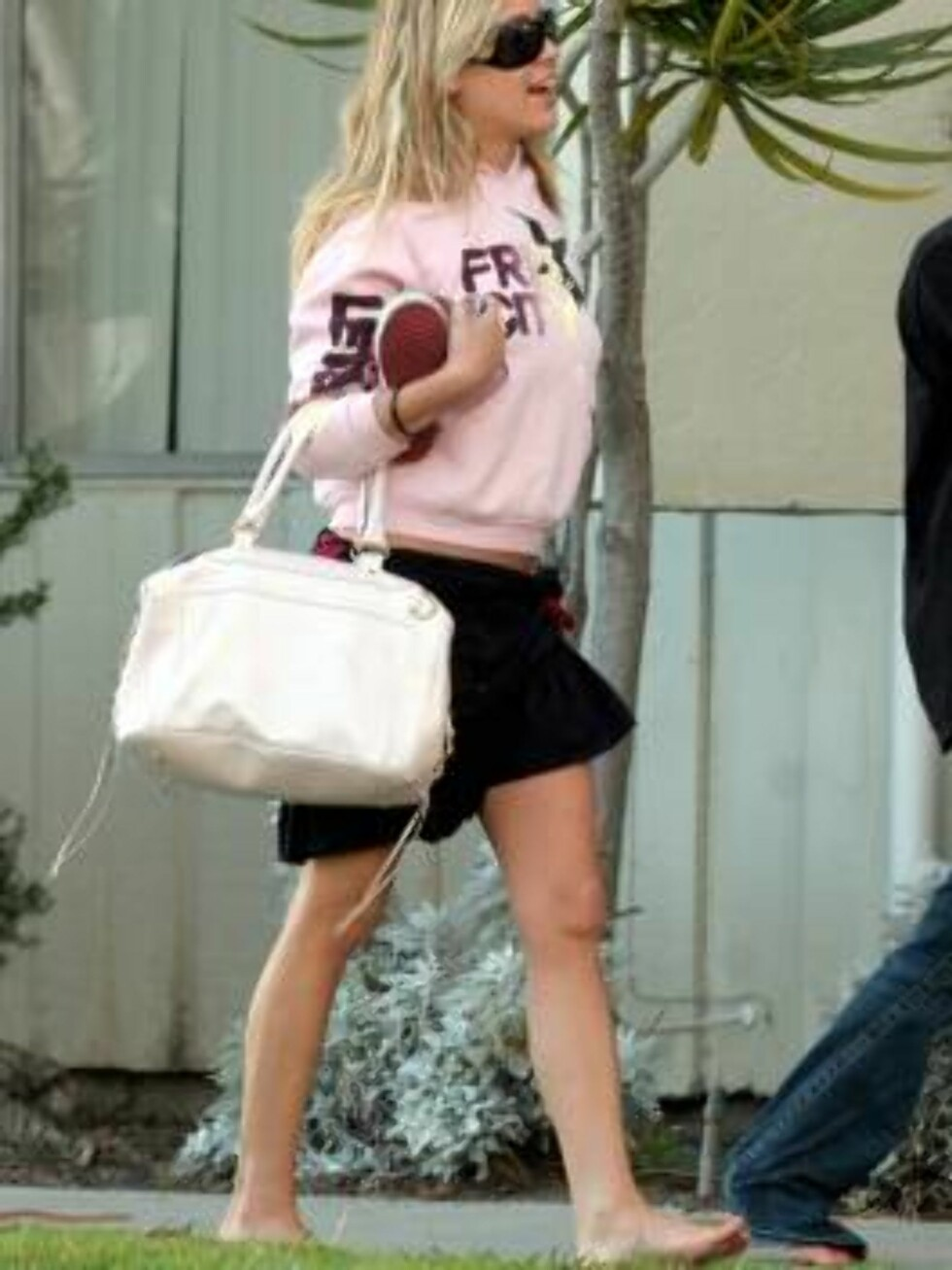 Nick Lachey's love interest sexy Laguna Beach star Kristin Cavaleri leaving a hotel in Hollywood barefoot. Dis she have lipo? March 19, 2006 X17agency EXCLUSIVE / ALL OVER PRESS Foto: All Over Press
