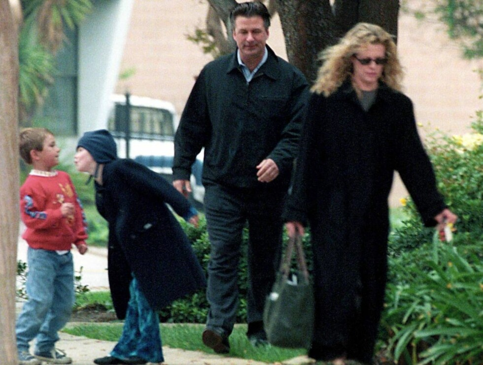 LOS ANGELES 011203 - After their recent divorce, Kim Basinger and Alec Baldwin meet to take the children to church and then   out to Lunch.  PHOTO: Fame Pictures Code: 4002  COPYRIGHT STELLA PICTURES Foto: Stella Pictures