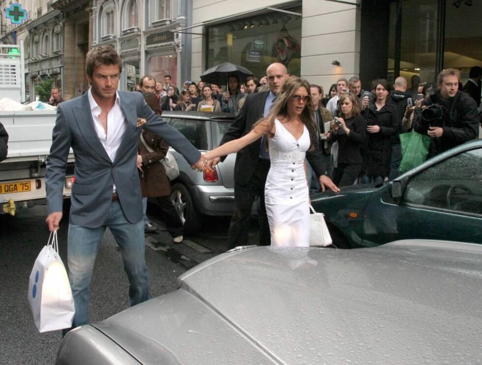 SHOPPER: David blir ofte med Victoria på shopping, men det er hun som liker det best. Foto: Stella Pictures