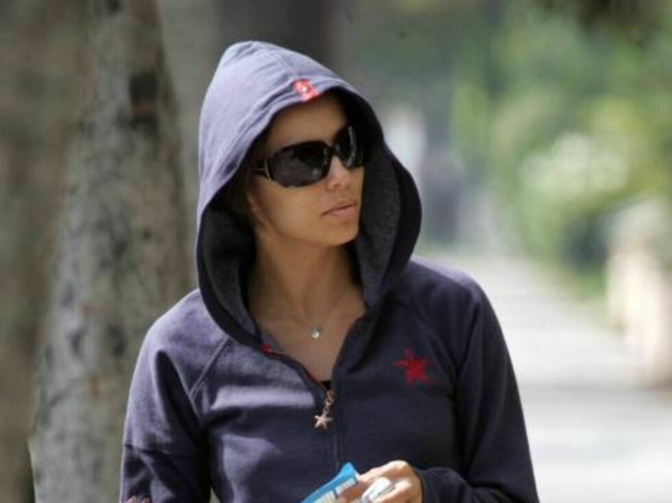 Code: X17XX8 - Pham-Dano, Hollywood, USA, 23.08.2005: Desperate Housewives Eva Longoria leaving a medical doctor's office with a prescription in Beverly Hills where she had an X ray after an head injury on a movie set. All Over Press / X17 Agency / Pham- Foto: All Over Press