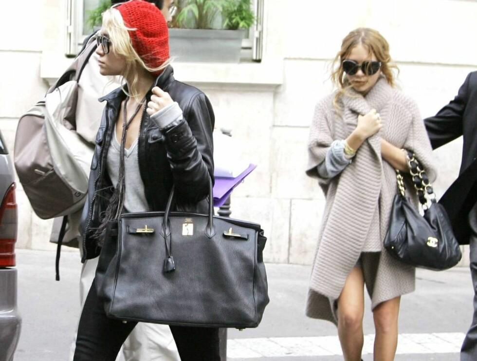 PÅ VESKA SKAL STORFOLK KJENNES: Mens Ashley og Mary-Kate foretrekker Dior på kroppen, velger de Hermès og Chanel når det gjelder vesker... Foto: Stella Pictures