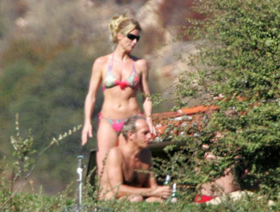 WOW: Sjekk ut baben! Nicollette koser seg sammen med kjæresten Michael Bolton i helgen. Foto: STELLA PICTURES