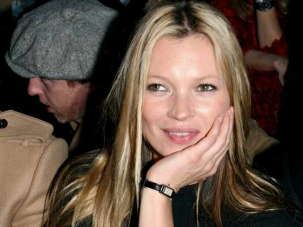 MILAN, ITALY - FEBRUARY 23:  Model Kate Moss attends the Burberry show on the sixth day of Milan Fashion Week (Milano Moda Donna)  ready-to-wear womenswear collections Autumn/Winter 2006/7 on February 23, 2006 in Milan, Italy.  (Photo Elisabetta Villa/Get Foto: All Over Press