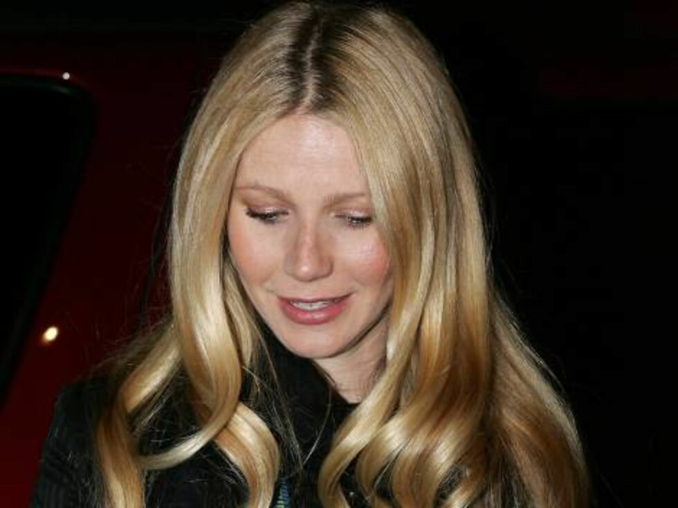 PARK CITY, UT - JANUARY 21:  Actress Gwyneth Paltrow poses for photos during the 2006 Sundance Film Festival on Main Street January 21, 2006 in Park City, Utah.  (Photo by Frazer Harrison/Getty Images) *** Local Caption *** Gwyneth Paltrow  * SPECIAL INST Foto: All Over Press