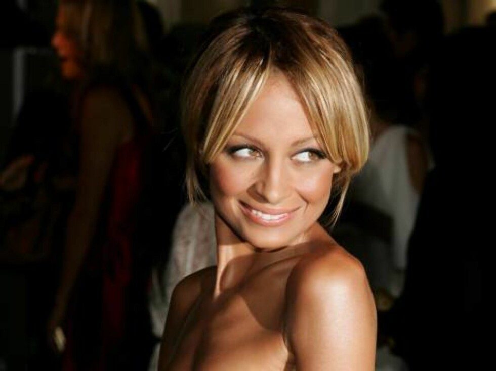 """BEVERLY HILLS, CA - JULY 13:  Actress Nicole Richie arrives at the opening of """"Waist Down - Skirts By Miuccia Prada"""" held at Prada on July 13, 2006 in Beverly Hills, California.  (Photo by Frazer Harrison/Getty Images) *** Local Caption *** Nicole Richie  Foto: All Over Press"""