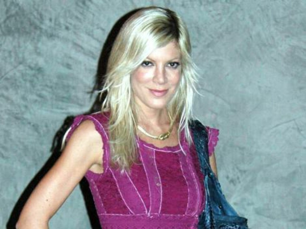 Just divorced Tori Spelling with new boyfrienfd at a party in Hollywood seems very much in love. October 26, 2005 X17agency EXCLUSIVE / ALL OVER PRESS Foto: All Over Press