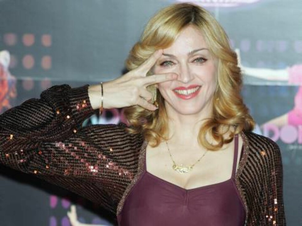 """TOKYO, JAPAN - DECEMBER 7: (INTERNET OUT, WIRELESS OUT) Singer Madonna poses for photographers during a press conference on December 7, 2005 in Tokyo, Japan. She is in Japan to promote her new album """"'Confessions On A Dance Floor"""". (Photo by Junko Kimura/ Foto: All Over Press"""