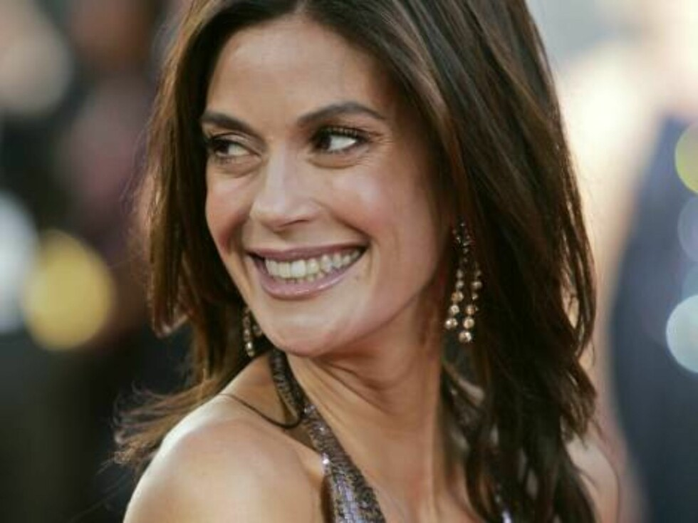 "Teri Hatcher, nominated for best actress in a musical or comedy television series for her work on ""Desperate Housewives"" arrives for the 63rd Annual Golden Globe Awards on Monday, Jan. 16, 2006, in Beverly Hills, Calif. (AP Photo/Mark J. Terrill) Foto: AP/Scanpix"