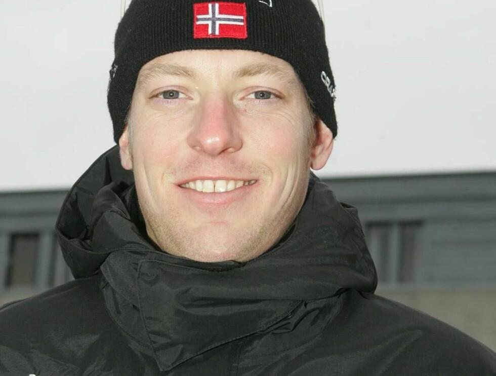 FORELSKET: Skøytelandslagets Øystein Grødum har falt for fotballjente. Foto: Andreas Fadum/Se og Hør