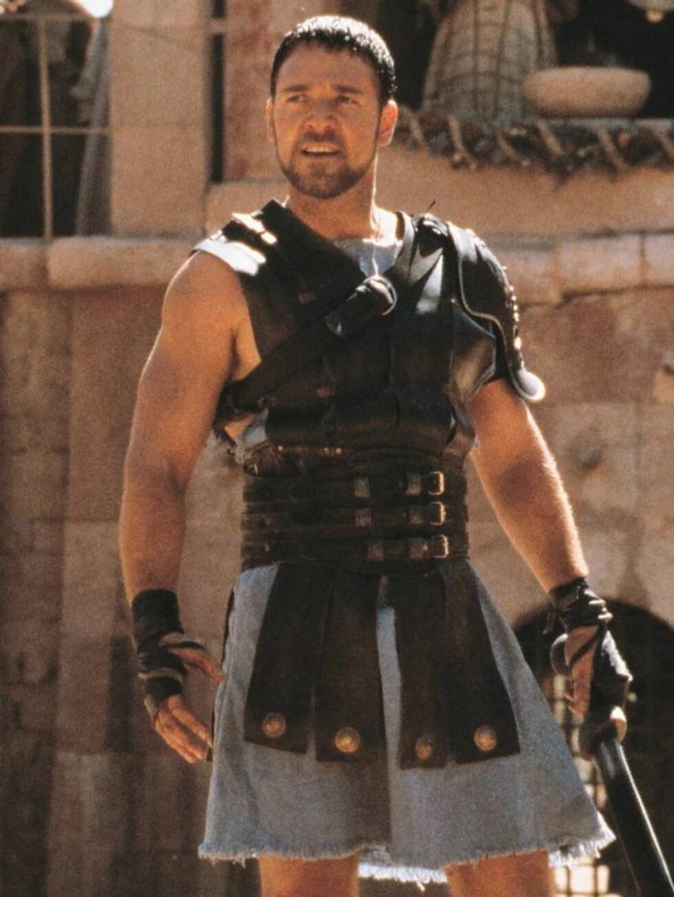 TØFF PAPPA: Oscar-vinner Russell Crowe ble sexsymbol verden over etter rollen i Gladiator. Foto: FilmWeb