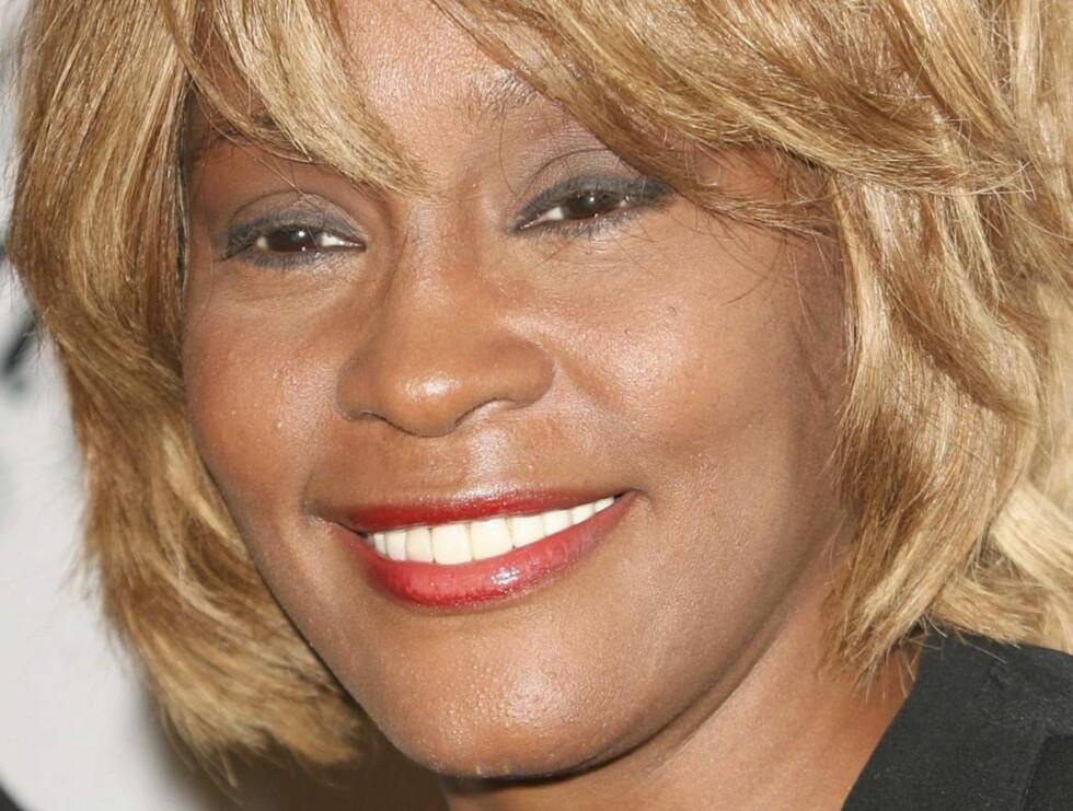 NYTT LIV, NY LOOK: Whitney kom til en pristudeling i Beverly Hills denne uka. Foto: All Over Press