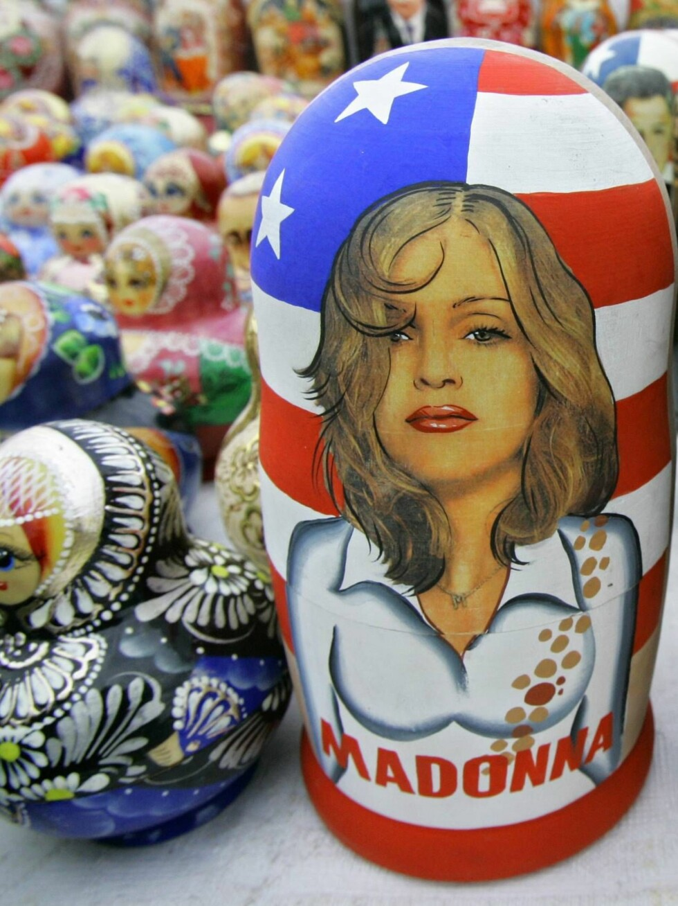Matryoshkas, traditional  Russian wooden dolls, one of them depicting Madonna, are displayed for sale in Moscow, Monday Sept. 11, 2006. A long-awaited concert in Moscow by Madonna had become mired in security concerns. After negotiations _ spiced up by pr Foto: AP/Scanpix