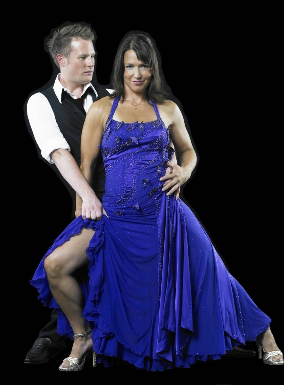 """FAVORITTER: Susann Goksør Bjerkrheim og Asmund Grinaker er tippet som vinnere av bookmakerne før premieren på """"Skal vi danse?"""". Foto: TV2"""