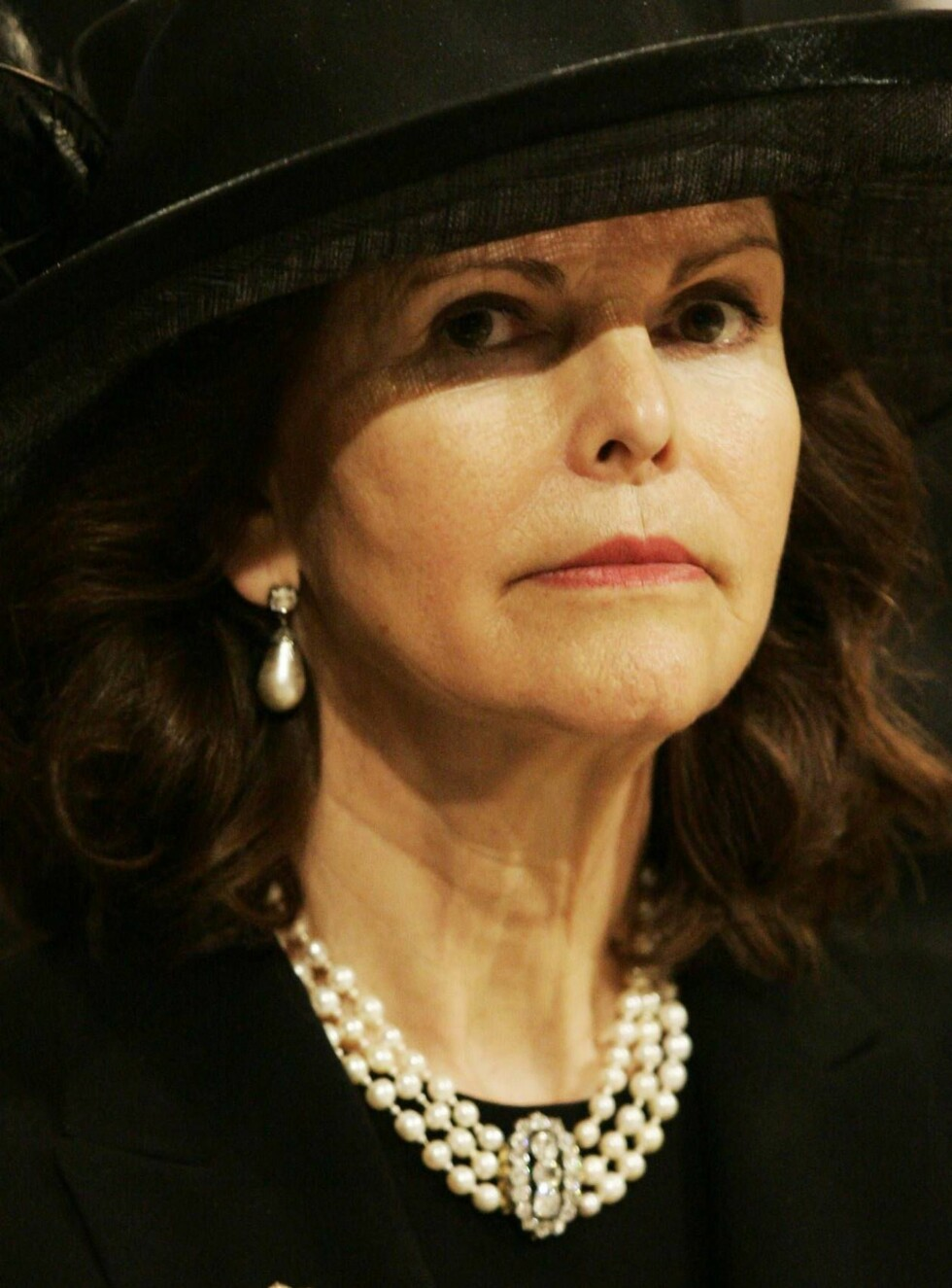 MONACO - APRIL 15: Queen Silvia of Sweden is seen inside the Cathedral at the funeral service of Monaco's Prince Rainier III at Monaco Cathedral on April 15, 2005 in Monte Carlo, Monaco. Prince Rainier III ruled the tiny Mediterranean principality for mor Foto: All Over Press