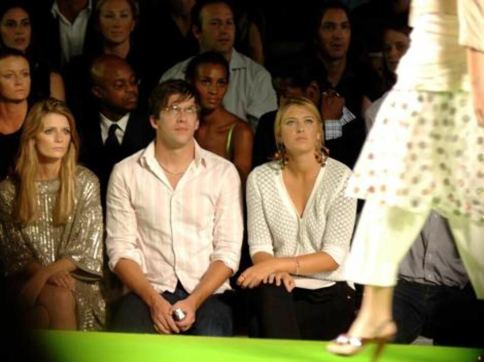 Den yndige skuespillerinnen Mischa Barton følger spent med. Foto: All Over Press