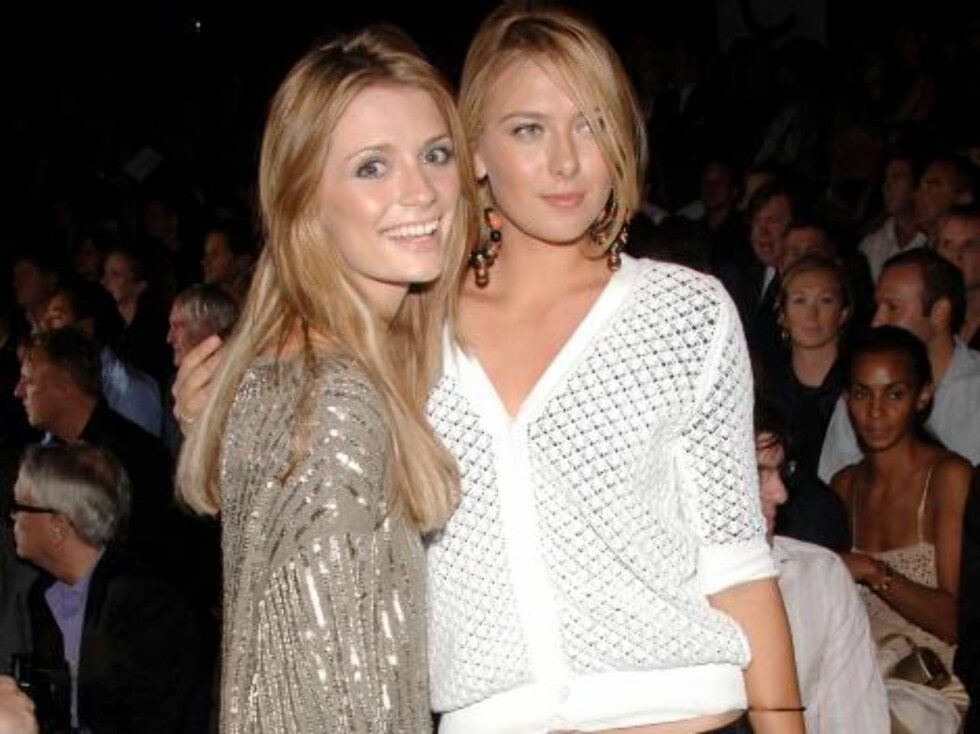 NEW YORK - SEPTEMBER 11: Actress Mischa Barton (L) and athlete Maria Sharapova attends the Marc Jacobs Spring 2007 fashion show during Olympus Fashion Week at the N.Y. State Armory September 11, 2006 in New York City.  (Photo by Andrew H. Walker/Getty Ima Foto: All Over Press