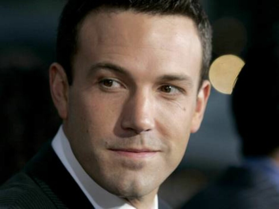 Cast members Ben Affleck, poses for photographers at the premiere for the film 'Hollywoodland' at the Academy of Motion Picture Arts & Sciences Thursday, Sept. 7, 2006, in Beverly Hills, Calif. (AP Photo/Chris Carlson) Foto: AP/Scanpix