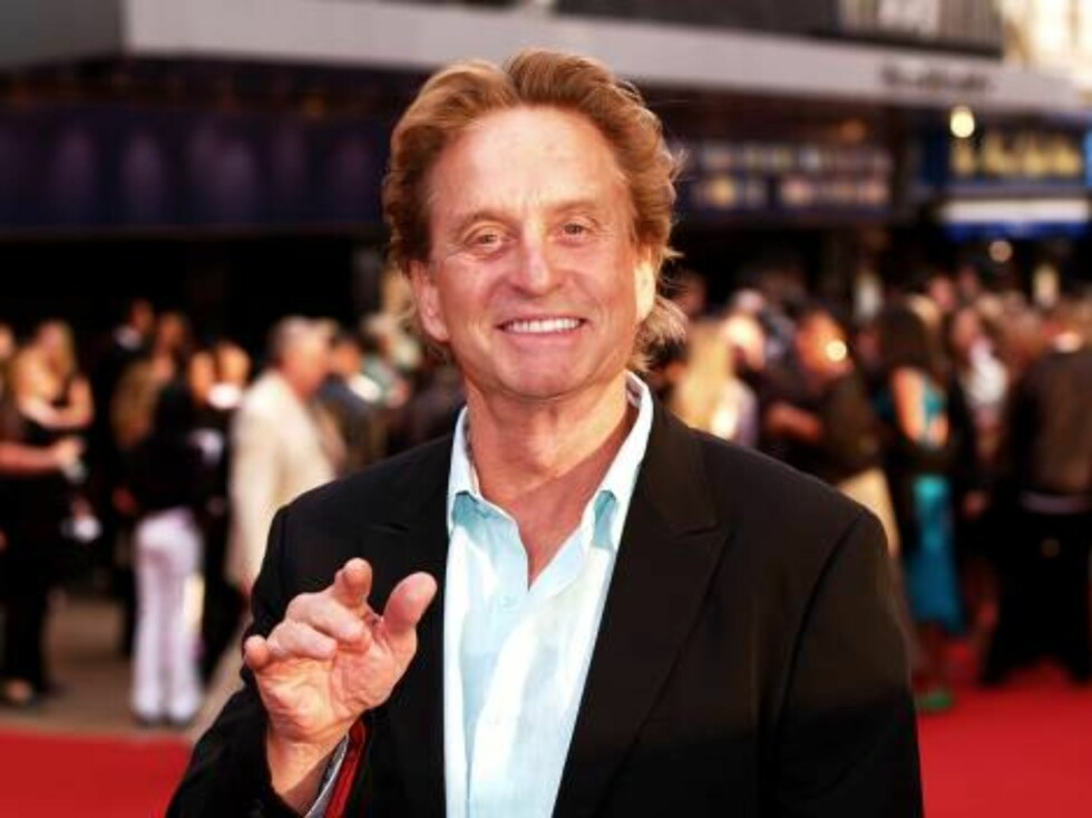 """U.S. actor Michael Douglas arrives for the British premiere of his latest film, """"You, Me and Dupree"""" in Leicester Square in London, Tuesday Aug. 22, 2006. The film also stars Owen Wilson, Kate Hudson and Matt Dillon. (AP PHOTO/ Max Nash) Foto: AP/Scanpix"""