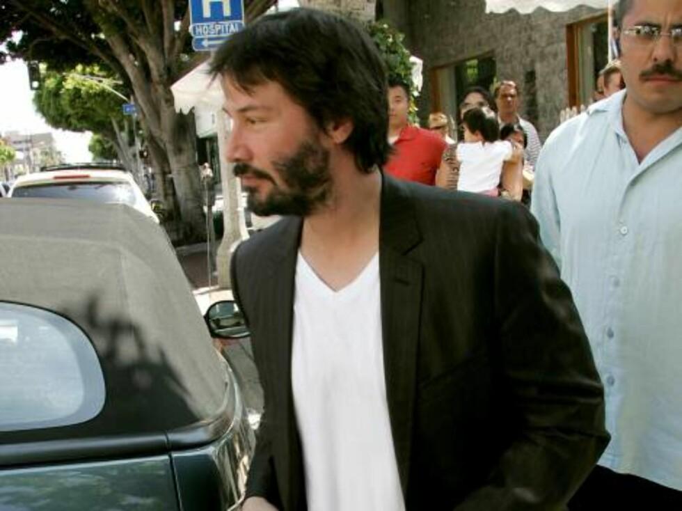 Matrix-stjernen Keanu Reeves kjører avslappet stil. Foto: All Over Press