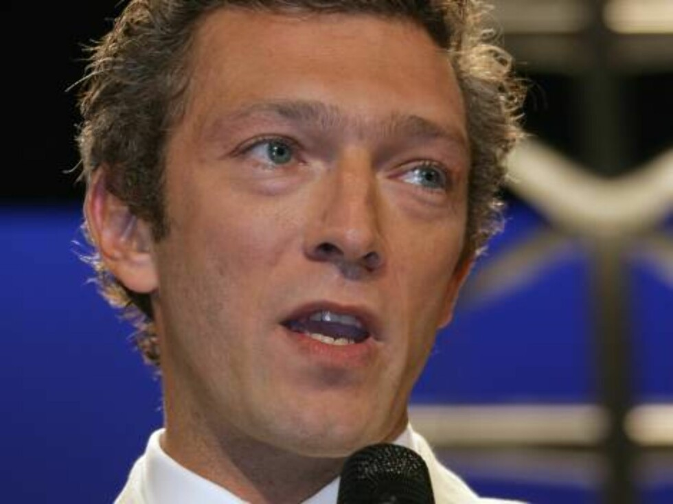 """Vincent Cassel, master of ceremonies, speaks in the theater in the Festival Palace for the opening screening of """"The Da Vinci Code,"""" at the 59th International film festival in Cannes, southern France, on Wednesday, May 17, 2006.  (AP Photo/Francois Mori) Foto: AP/Scanpix"""
