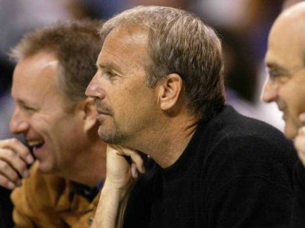 Skuespilleren Kevin Costner ser på det samme. Foto: All Over Press