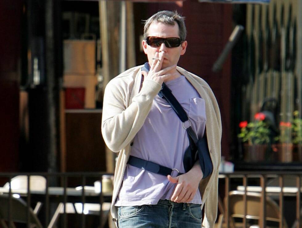 GUTTEN I RØYKEN: Matthew får ikke gjort mye annet enn å røyke for tiden... Foto: STELLA PICTURES