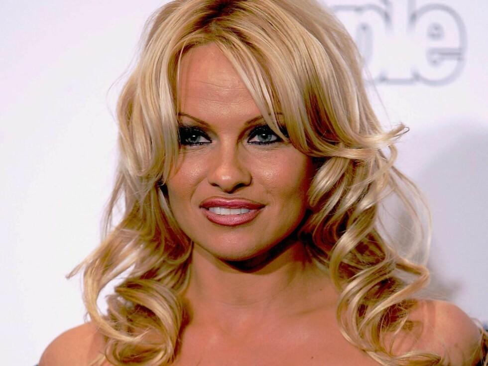 PRODUKTIV: Pamela Anderson har inngått en avtale med Bed Head. Allerede er hun i gang med skjønnhetstips til travle kvinner. Foto: All Over Press