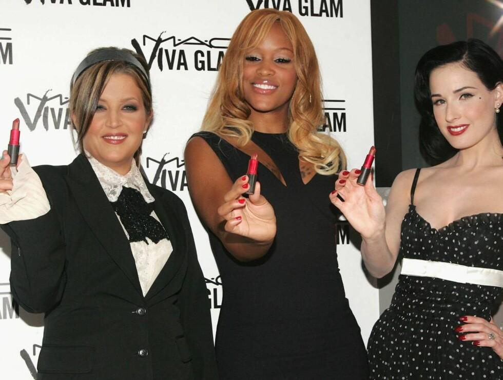 LAGET: Hvor Debbie Harry ble av, vites ikke, men her har du Lisa Marie, Eve og Dita med hver sin veldedige leppestift. Foto: All Over Press
