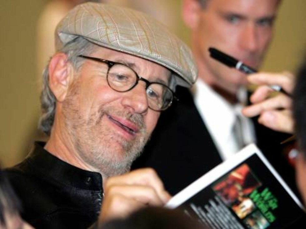 "NARITA, JAPAN - JUNE 12:  Director Steven Spielberg signs autographs upon his arrival at New Tokyo International Airport in advance of the world premiere of ""War Of The Worlds"" on June 12, 2005 in Narita, Chiba Prefecture, Japan.  (Photo by Koichi Kamoshi Foto: All Over Press"