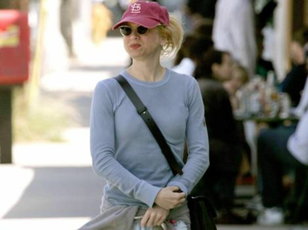 U.S. Oscar winning actress Renee Zellwegger going to lunch with three friends after working out at the gym and then off to shop and get her hair done in Beverly Hills, CA, USA, on April 8, 2005.   Photo by VIPix/ABACA. Code:4001/76147  COPYRIGHT STELLA PI Foto: Stella Pictures
