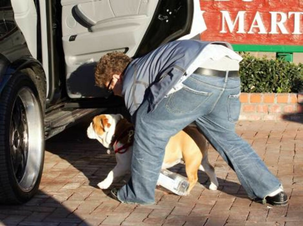 Jack Osbourne strolls with his pet at Country mart in Malibu-CA on January 16, 2005.  Photo: VIPix/ABACA Code: 4001  COPYRIGHT STELLA PICTURES Foto: STELLA PICTURES