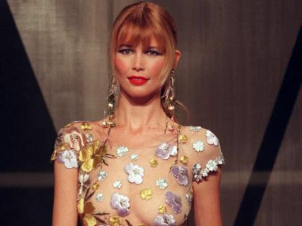 Claudia Shiffer med knallrød leppestift på 90-tallet. Foto: AP/Scanpix