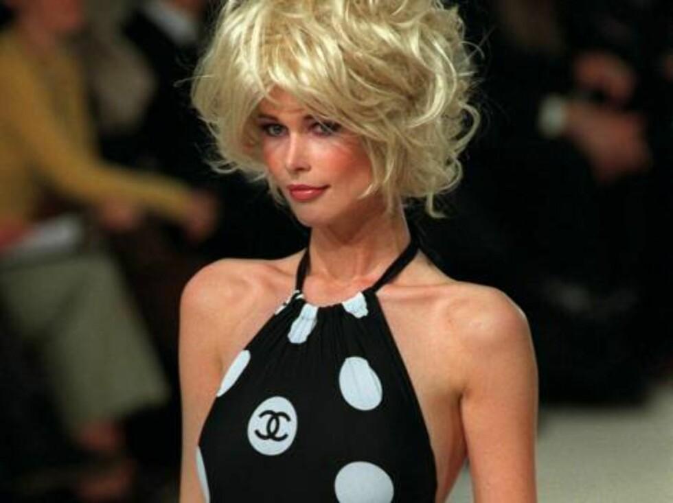 Claudia Shiffer med tidenes parykk. Men det var jo på det heftige 90-tallet. Foto: AP/Scanpix