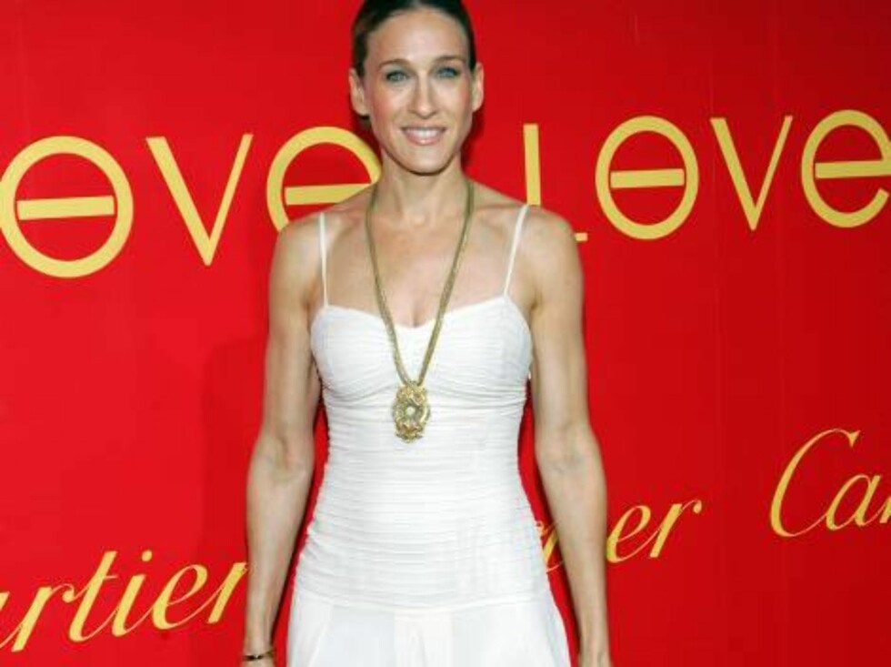 Actress Sarah Jessica Parker arrives to the cocktail party in celebration of the Cartier charity love bracelet at the Cartier mansion on Fifth Avenue, Thursday, June 8, 2006, in New York. (AP Photo/Dima Gavrysh) Foto: AP/Scanpix