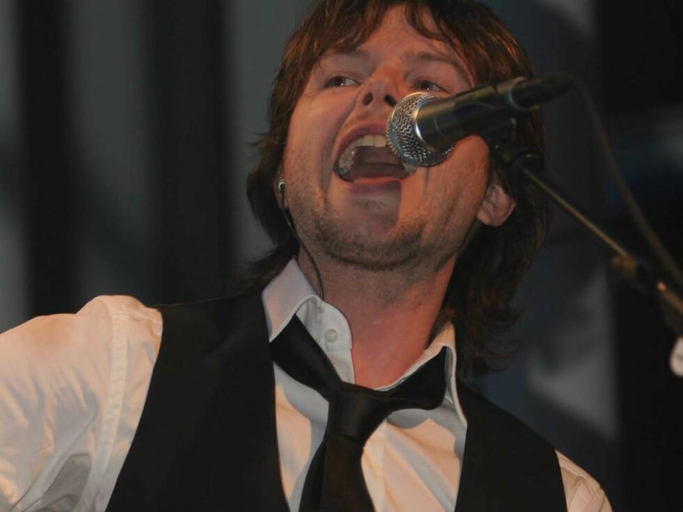 GITARKAMERAT: Espen Lind har hatt et godt år både som låtskriver og gitarkamerat.