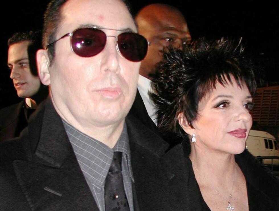 BITRE FIENDER: Det er lenge siden David Gest og Liza Minnelli nøt hvetebrødsdagene i 2002... Foto: All Over Press