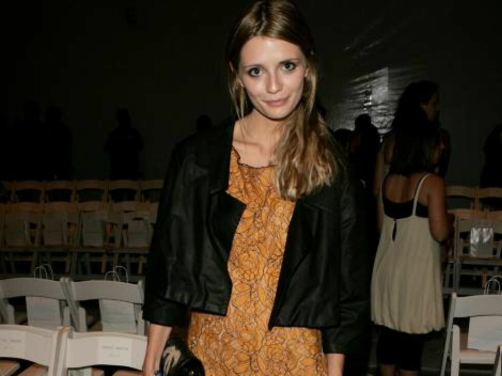 NEW YORK - SEPTEMBER 09:  Actress Mischa Barton attends the Jenni Kayne Spring 2007 fashion show during Olympus Fashion Week at the Atelier in Bryant Park September 9, 2006 in New York City.  (Photo by Peter Kramer/Getty Images For IMG) *** Local Caption Foto: All Over Press