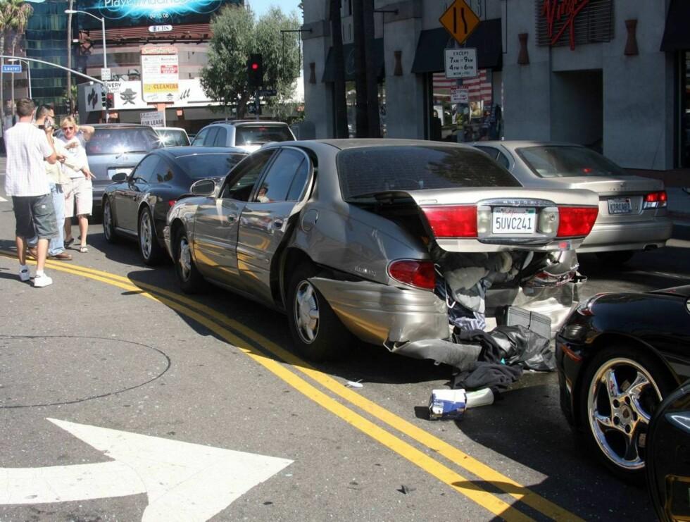 STORE SKADER: Ellens bil bar  preg av den kraftige kollisjonen. Foto: All Over Press