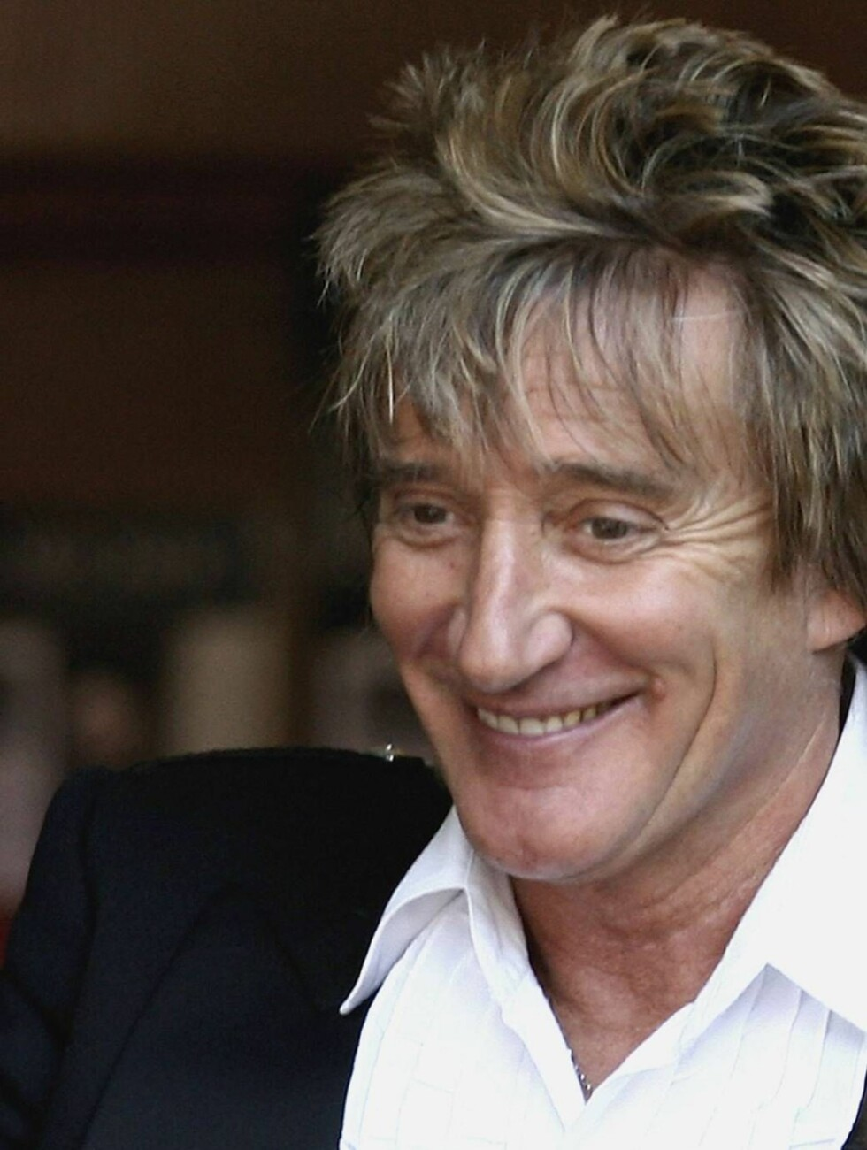 EDINBURGH, UNITED KINGDOM - JUNE 25:  Rod Stewart leaves South Leith Parish Church after attending the christening of his son Alistair on June 25, 2006, Edinburgh in Scotland.  (Photo by Jeff J Mitchell/Getty Images) *** Local Caption ***  Rod Stewart   * Foto: All Over Press