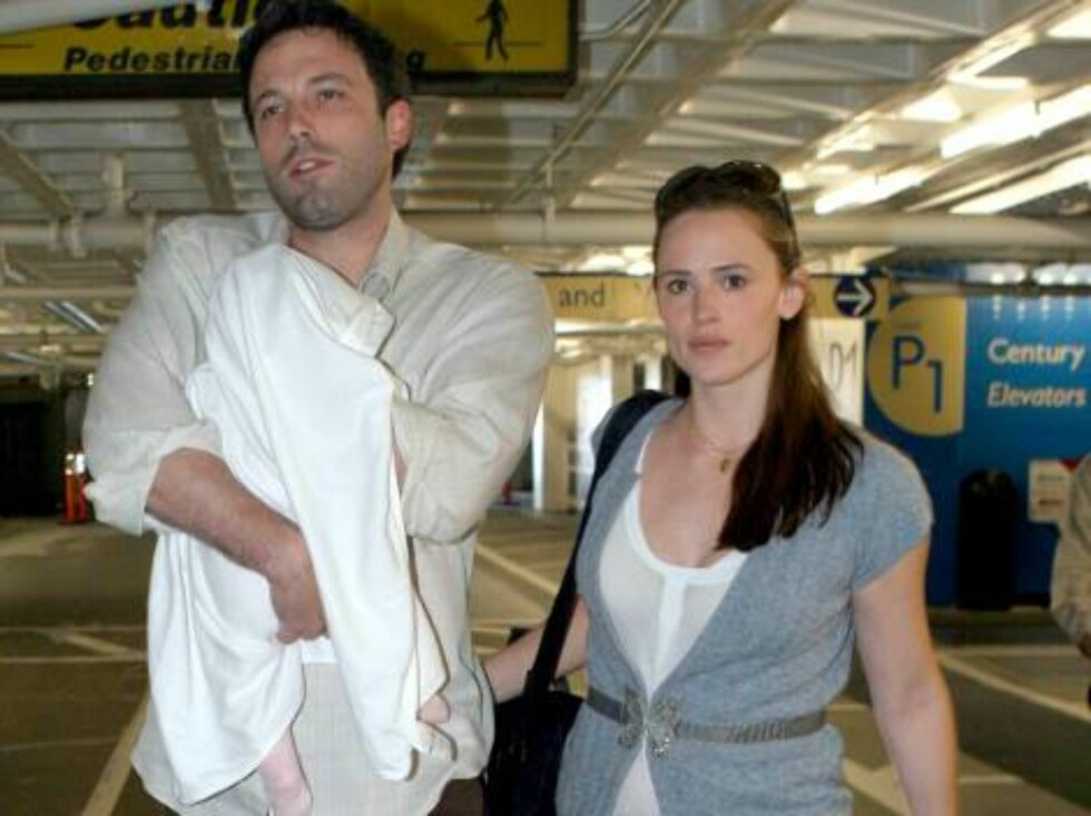 Ben Affleck and Jennifer Garner taking baby Violet, three months, to the doctor in Beverly Hills. The couple seems very happy and Jen lost almost all baby weight. April 8, 2006 X17agency exclusive / ALL OVER PRESS Foto: All Over Press