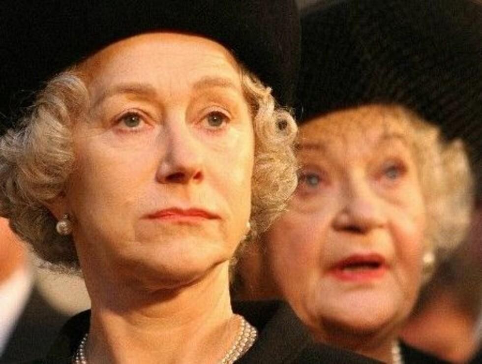 STRAM I MASKA: Dronningen i Dianas begravelse. Foto: Sandrew Metronome