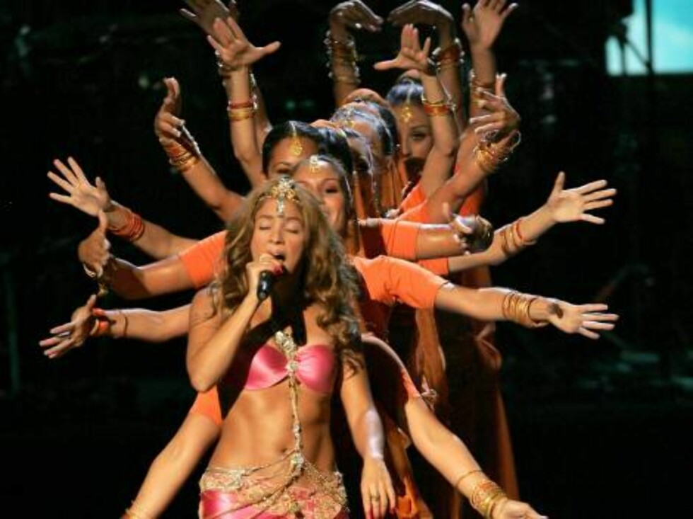 NEW YORK - AUGUST 31:  Singer Shakira performs onstage at the 2006 MTV Video Music Awards at Radio City Music Hall August 31, 2006 in New York City.  (Photo by Scott Gries/Getty Images) *** Local Caption *** Shakira  * SPECIAL INSTRUCTIONS:  * *OBJECT NAM Foto: All Over Press