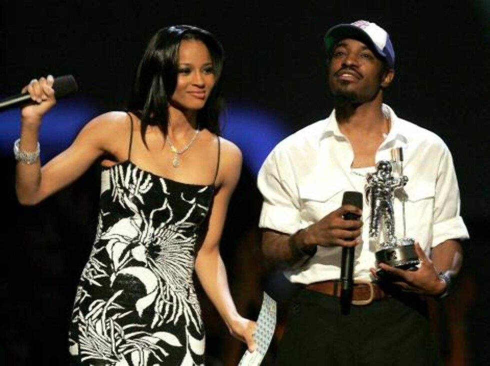 NEW YORK - AUGUST 31:  Singers Ciara and Andre Benjamin present an award onstage at the 2006 MTV Video Music Awards at Radio City Music Hall August 31, 2006 in New York City.  (Photo by Scott Gries/Getty Images) *** Local Caption *** Ciara;Andre Benjamin  Foto: All Over Press