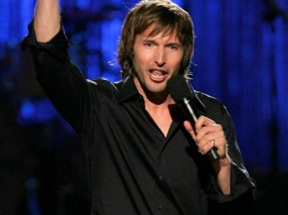"""NEW YORK - AUGUST 31:  Musician James Blunt accepts the award for """"Best Male Video"""" onstage at the 2006 MTV Video Music Awards at Radio City Music Hall August 31, 2006 in New York City.  (Photo by Scott Gries/Getty Images) *** Local Caption *** James Blun Foto: All Over Press"""
