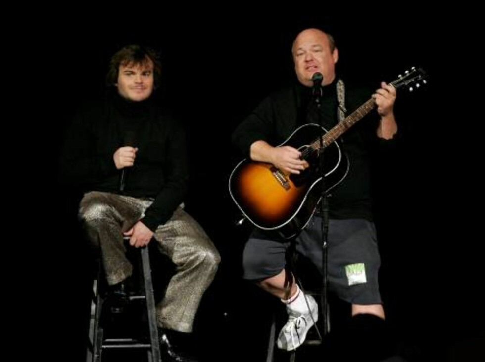 NEW YORK - AUGUST 31:  Musicians Jack Black and Kyle Gass perform onstage at the 2006 MTV Video Music Awards at Radio City Music Hall August 31, 2006 in New York City.  (Photo by Scott Gries/Getty Images) *** Local Caption *** Jack Black;Kyle Gass  * SPEC Foto: All Over Press