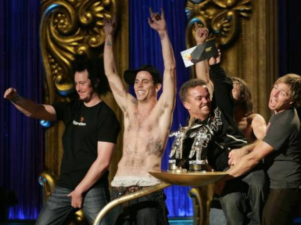 JACKASS: Johnny Knoxville og de andre guttene i Jackass gjorde ablegøyer for publikum Foto: AP