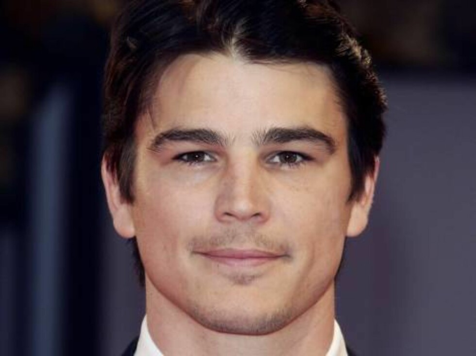 VENICE, ITALY - AUGUST 30:  Actor Josh Hartnett  arrives at the opening ceremony and 'The Black Dahlia' premiere on the first day of the 63rd Venice Film Festival on August 30, 2006 in Venice, Italy.  (Photo by Pascal Le Segretain/Getty Images) *** Local Foto: All Over Press