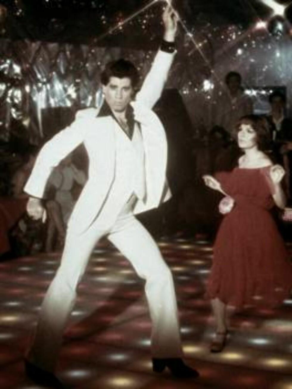 """FILMSTJERNE: John Travolta er en av verdens mest kjente filmstjerner. Her er han i en scene fra """"Saturday Night Fever"""" i 1977. Foto: All Over Press"""