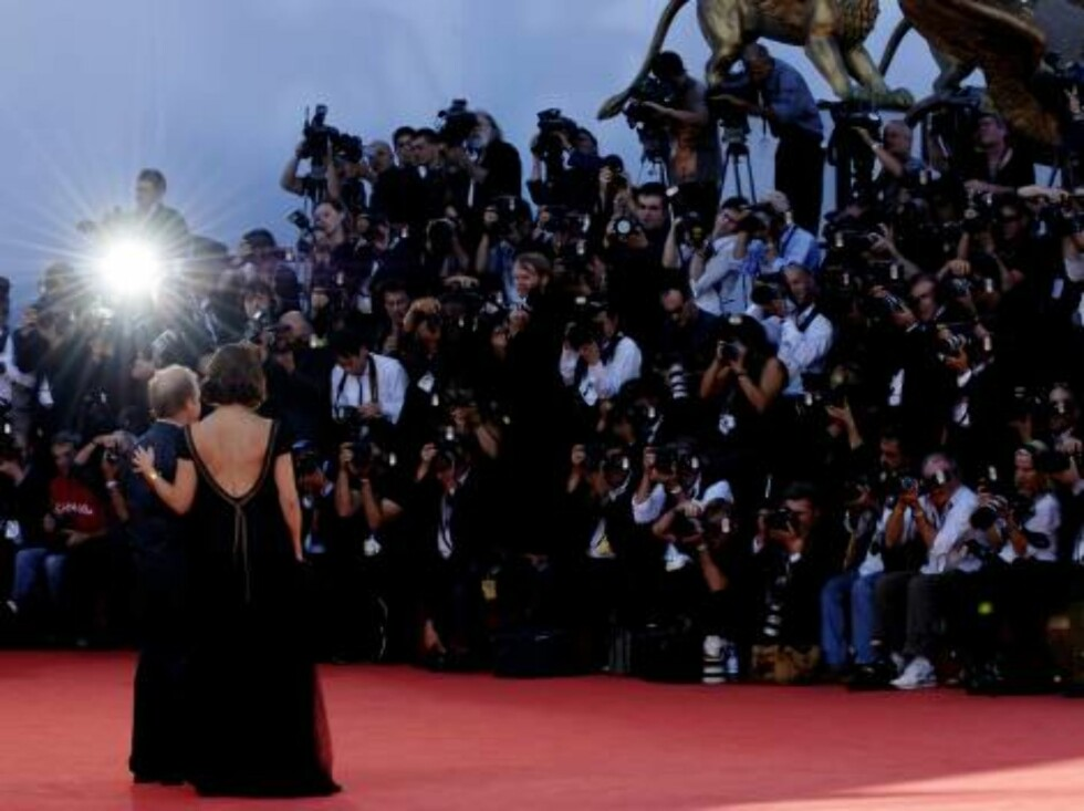 VENICE, ITALY - AUGUST 31:  Actors Sandra Bullock and Toby James arrive the 'Infamous' premiere on the second day of the 63rd Venice Film Festival on August 31, 2006 in Venice, Italy.  (Photo by Franco Origlia/Getty Images) *** Local Caption *** Sandra Bu Foto: All Over Press