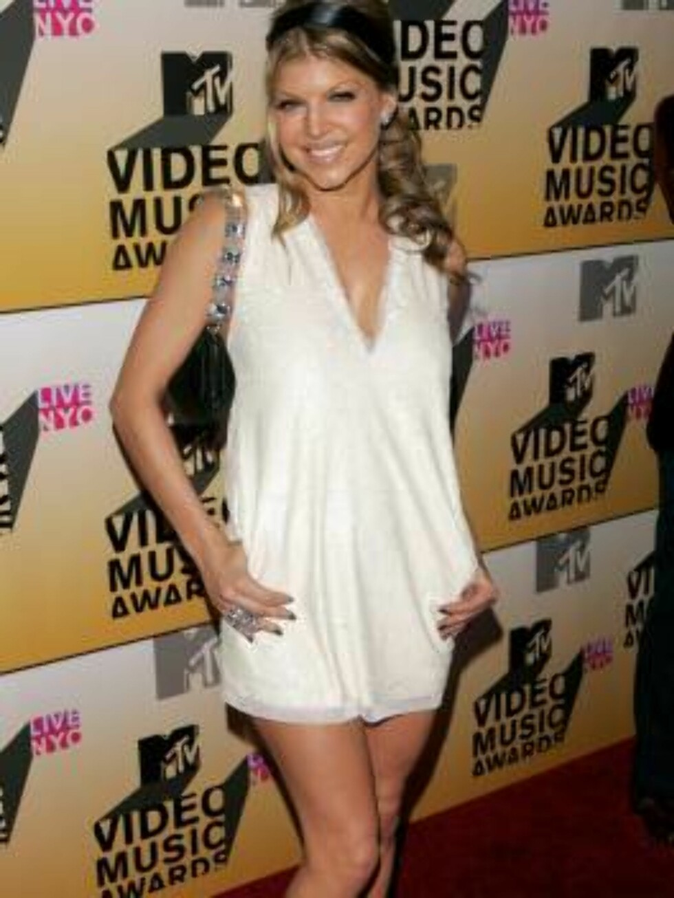 NEW YORK - AUGUST 31:  Singer Fergie attends the 2006 MTV Video Music Awards at Radio City Music Hall August 31, 2006 in New York City.  (Photo by Peter Kramer/Getty Images) *** Local Caption *** Fergie  * SPECIAL INSTRUCTIONS:  * *OBJECT NAME: 71747934CA Foto: All Over Press
